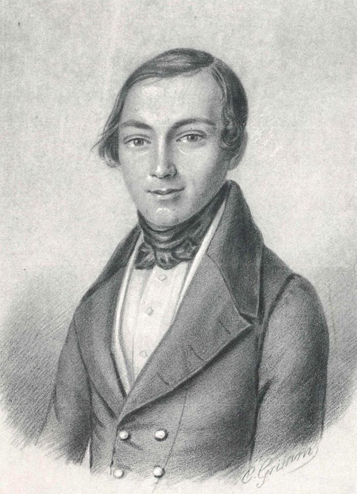 Eine Zeichnung des jungen Sengelmanns, der Oberkörper leicht nach links ausgerichtet. Er trägt einen Seitenscheitel, seine Haare locken sich über den Ohren leicht. Um den Hals trägt er ein Halstuch, das vorne zusammengeknotet ist. Bekleidet ist er mit einem weißen Hemd und einem Jackett.